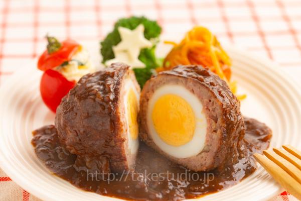 卵入り煮込みハンバーグ
